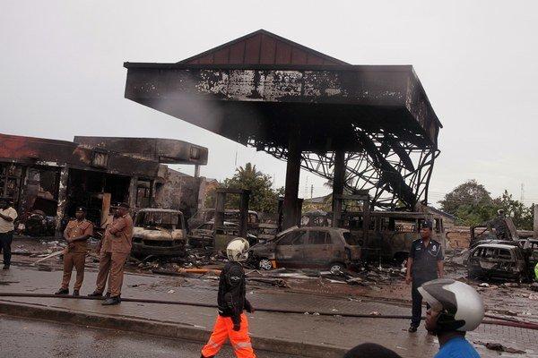 Ghana po tragédii na pumpe vyhlásila štátny smútok.