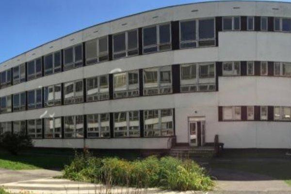 Budova ZŠ J. A. Komenského.