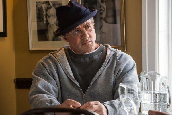 Sylvester Stallone v snímke Creed (2015). Americký herec si počas štúdií privyrábal ako učiteľ telocviku.