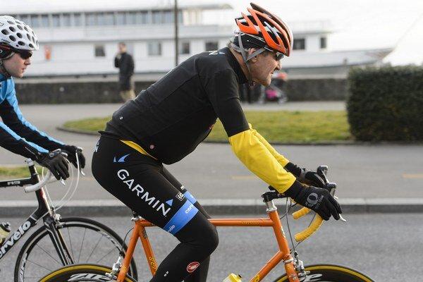 Americký minister zahraničných vecí John Kerry sa zranil pri nehode, keď sa bicykloval neďaleko mestečka Scionzier v juhovýchodnom Francúzsku.