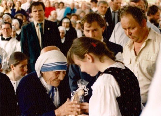Matku Terezu prišli pozdraviť tisícky Kysučanov.