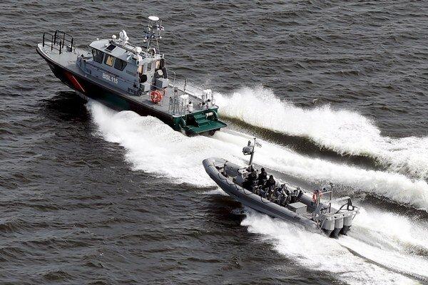 Fíni nedokázali potvrdiť podozrenie na prítomnosť ponorky.