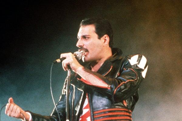 Už nastal čas, aby o Freddiem Mercurym vznikol dôstojný film.