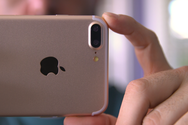 Prémiový model iPhone 7 má mať dvojitý kamerový systém.