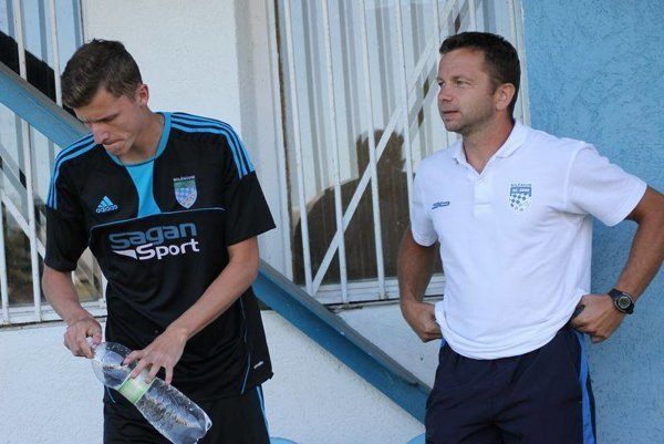 František Šott (vpravo). Vaktuálnej sezóne už vpozícii trénera.