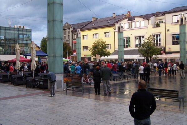 Protest proti zlodejom v politike v Martine.