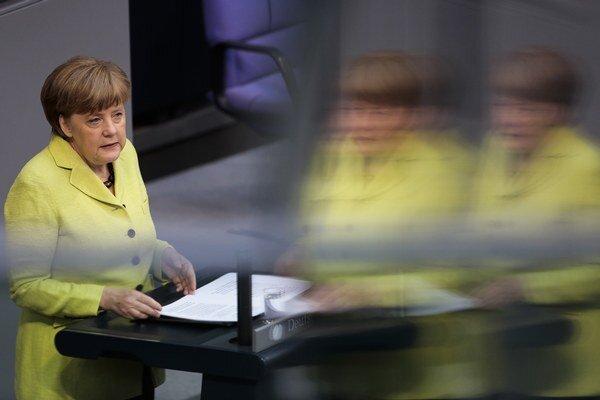 Merkelová vystúpila pred poslancami Bundestagu.