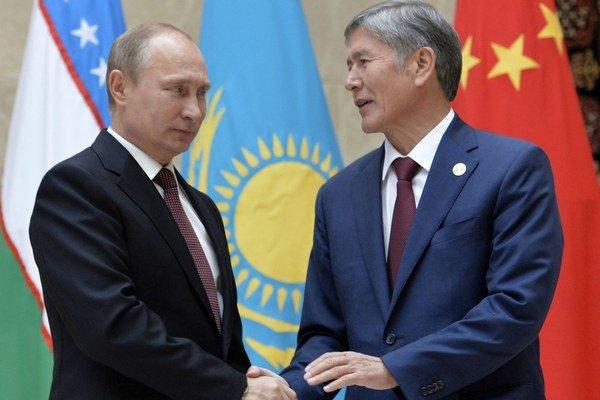Prezident Almazbek Atambajev s Vladimirom Putinom.