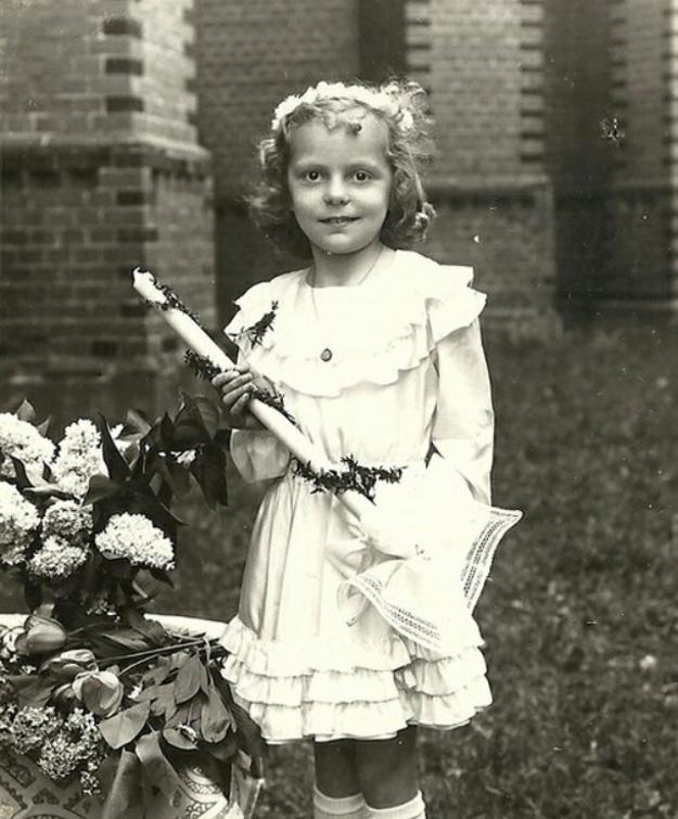 Takto šiel čas s Haničkou. Z rozkošného dievčatka vyrástla nádejná hviezda, ktorá prerazila koncom šesťdesiatych rokov a stala sa z nej hviezda.