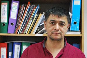 Abdusami Abdusamatovič Rachmonov dostal nedávno azyl vČeskej republike.