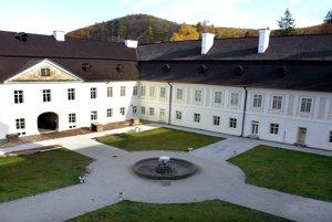 Kaštieľ a múzeum vo Svätom Antone.