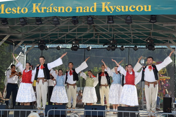 Vystúpenie Folklórneho súboru Drevár.