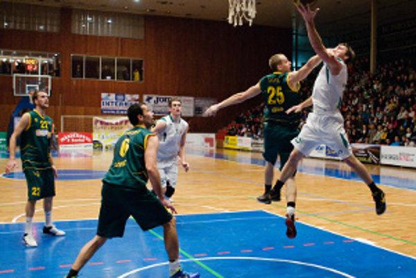 Z palubovky Komárna si hráči BC Prievidza odniesli deviatu prehru v aktuálnej sezóne.
