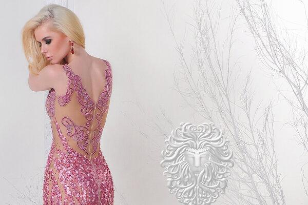 Lenka je tvárou mnohých medzinárodných značiek. Pracovala aj pre známeho filipínskeho návrhára Lea Almodal.