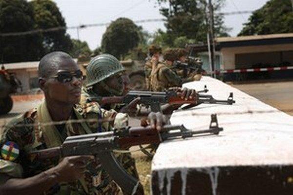 Životy dvoch tanzánijských príslušníkov mierových síl OSN si vyžiadal útok militantov.