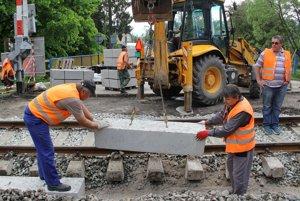 ŽSR robia opravy s vlastnými kapacitami v spolupráci s dodávateľskými firmami.