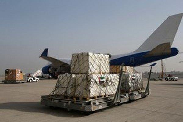 Do Nepálu v týchto dňoch prúdi pomoc z celého sveta.