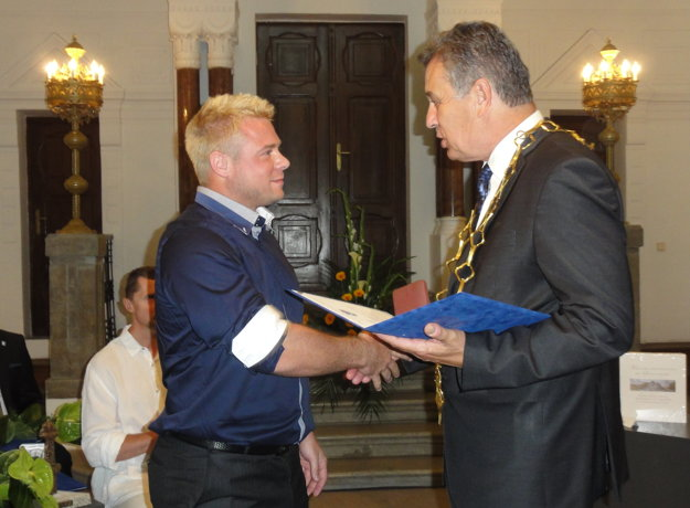 Cenu primátora Nitry mesto udelilo aj úspešnému účastníkovi OH v Rio de Janeiro Marcelovi Lomnickému.