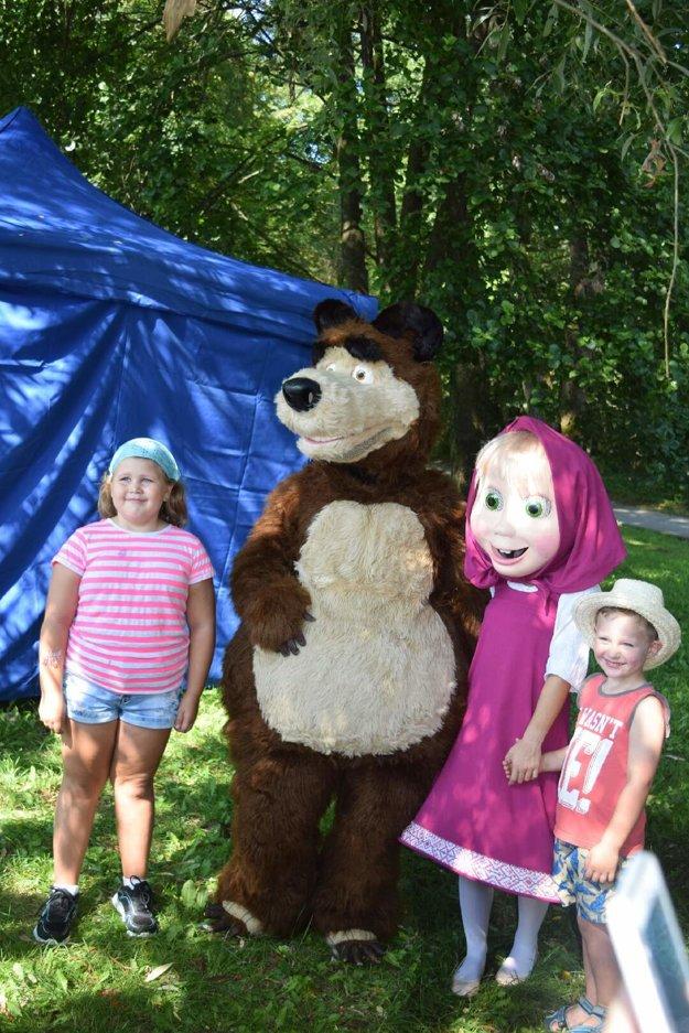 Máša a medveď. O postavičky z obľúbenej ruskej rozprávky mali malí Košičania veľký záujem.