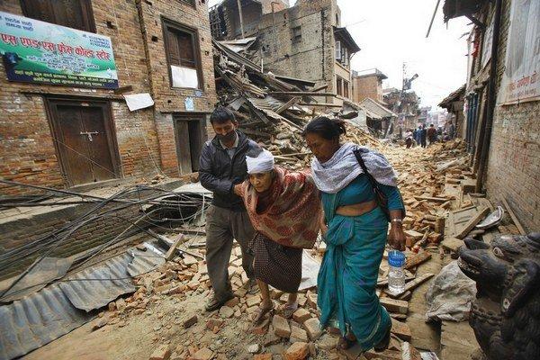 Zemetrasenie zničilo v Káthmándú množstvo budov.
