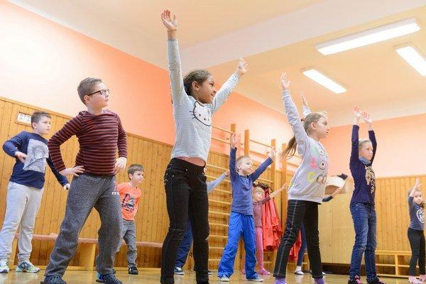Centrá voľného času zabezpečujú deťom popoludňajšiu záujmovú činnosť.