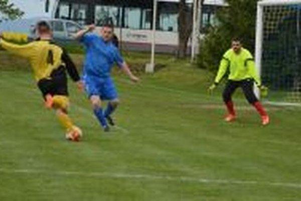 Zo zápasu V. Bedzany - Preseľany 0:1.