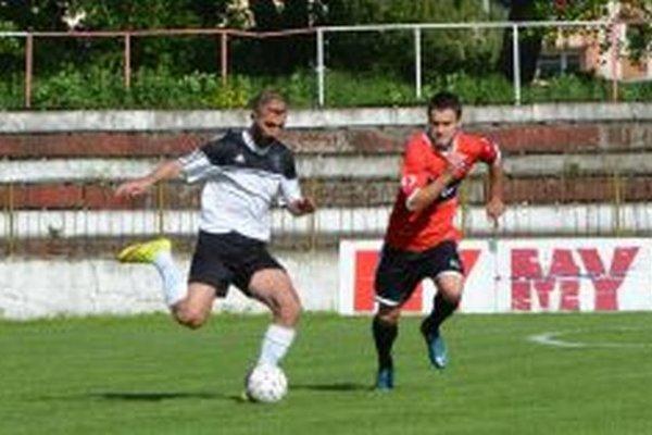 Militosyan (v bielom) strelil v Šamoríne dva góly.