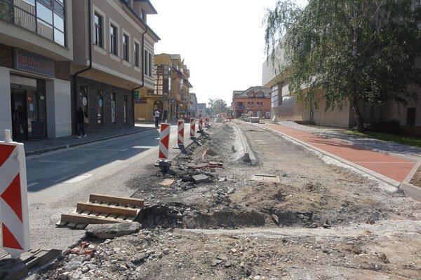 6. júna by sa mal odstrániť zvyšný asfalt.