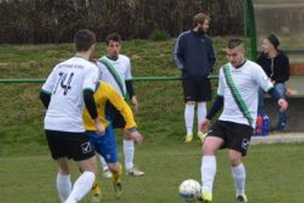 Roman Buček s loptou vsietil v sobotu prvý gól Jacoviec.