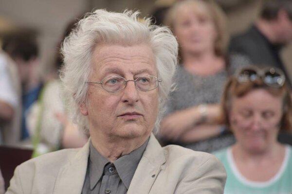 Péter Esterházy napísal hru pre Slovenské národné divadlo.