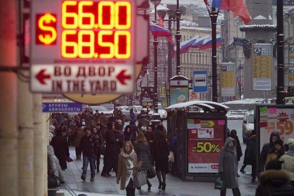Ruská ekonomika trpí pre oslabenie rubľa aj technologickú zaostalosť.