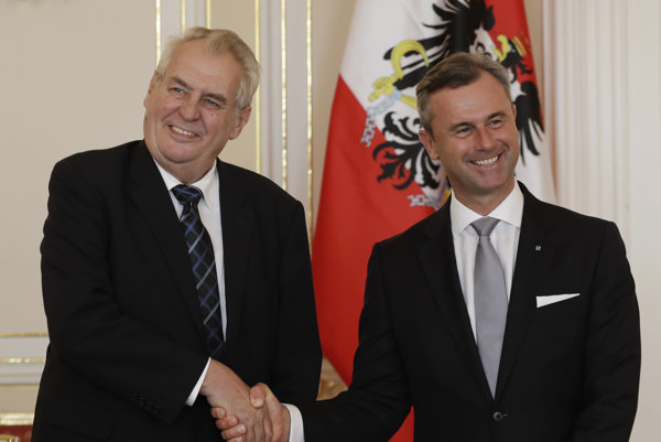 Český prezident Miloš Zeman si porozumel s rakúskym prezidentským kandidátom Norbertom Hoferom z xenofóbnej Strany slobodných (FPÖ).