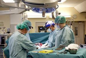 Na niektoré operácie čakajú pacienti celé mesiace. Čakacie listiny nie sú verejné, čo spôsobuje riziko uprednostňovania a korupcie. Ilustračné foto.