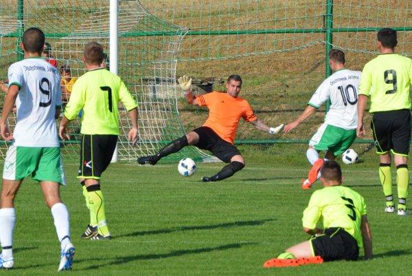Kaman strieľa druhý gól Jacoviec v zápase so Solčanmi (4:1).