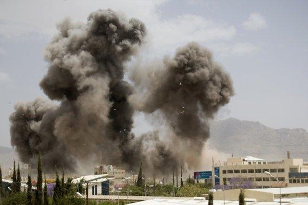 Irán odsudzuje nálety proti jemenským povstalcom.