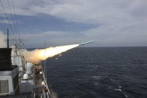 Čínska armáda cvičí v Juhočínskom mori pravidelne. Teraz sa k nej pridali aj Rusi.
