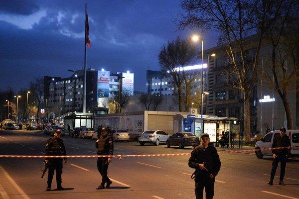 Pri rukojemníckej dráme zahynul prokurátor ako aj dvaja muži.