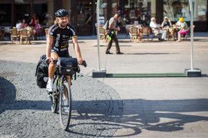 Karol Voltemar na bicykli obišiel svet a v stredu dorazil do Bratislavy.