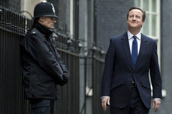 Cameron v prvý deň volebnej kampane navštívil kráľovnú Alžbetu II.