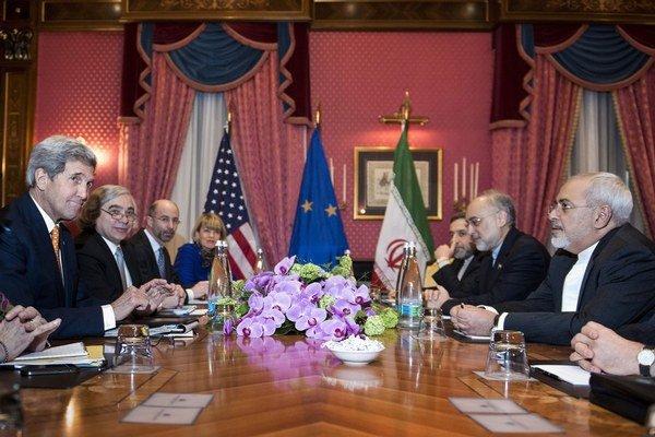 Americký minister zahraničia John Kerry rokoval aj so svojím iránskym partnerom Mohammadom Džavádom.