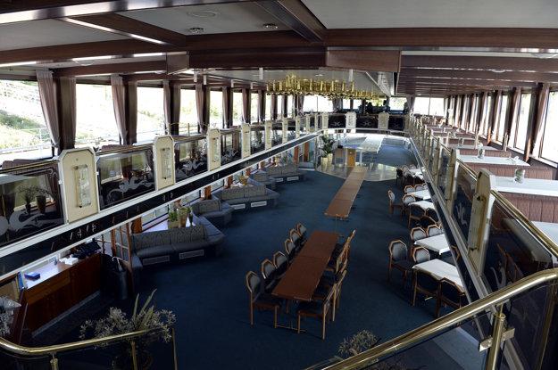 V bratislavskom prístave zakotvila loď Regina Danubia, ktorá privíta na svojej palube 27 hláv štátov krajín EÚ.