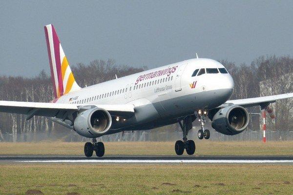 Príčin nehody airbusu typu A320 muselo byť viac.