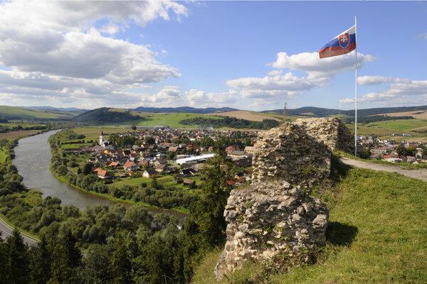 Výhľad z hradu Plaveč.