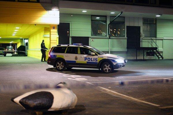 Do reštaurácie vstúpili dvaja muži a začali strieľať z automatických zbraní.