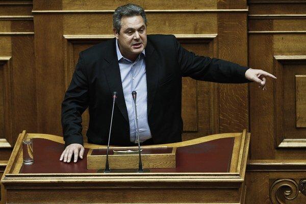 Grécky minister obrany varuje pre efektom domino, ak Grécko odíde z eurozóny.