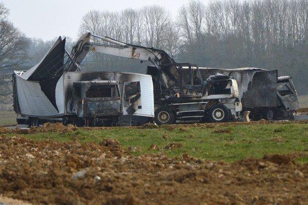 Ukradnuté vozidlá neskôr objavili spálené a prázdne v lese.