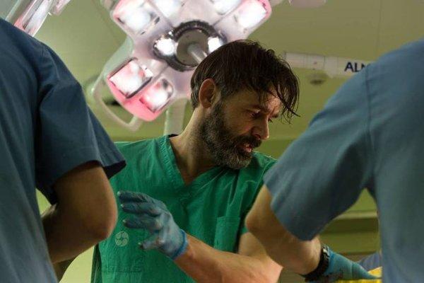 Islandský režisér a herec Baltasar Kormárkur v hlavnej úlohe vo filme Prísaha.