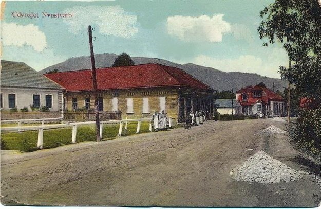 Vila zachytená na historickej pohľadnici.