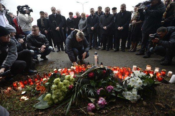 Uherský Brod spomína na obete streľby.