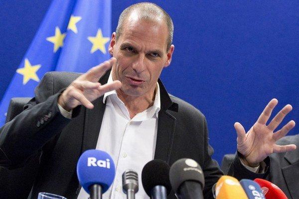 Vládnutie je zrážka s realitou, odkázal nemecký ministrer financií Schäuble svojmu gréckemu kolegovi a akademikovi Varoufakisovi (na snímke). Ten sa hlási k marxizmu, no kapitalizmus zatiaľ rúcať nechce.